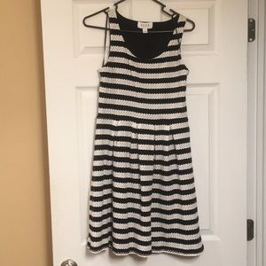 Elle dress black and white